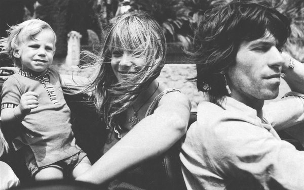 0003eith Richards, Anita Pallenberg and their son Marlon (2)